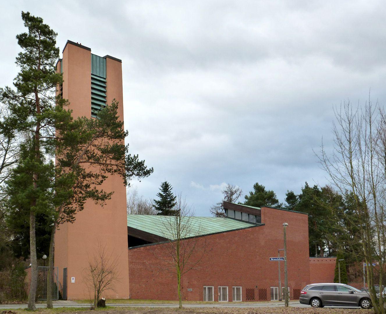 Himmelfahrtskirche Gesamtansicht von West