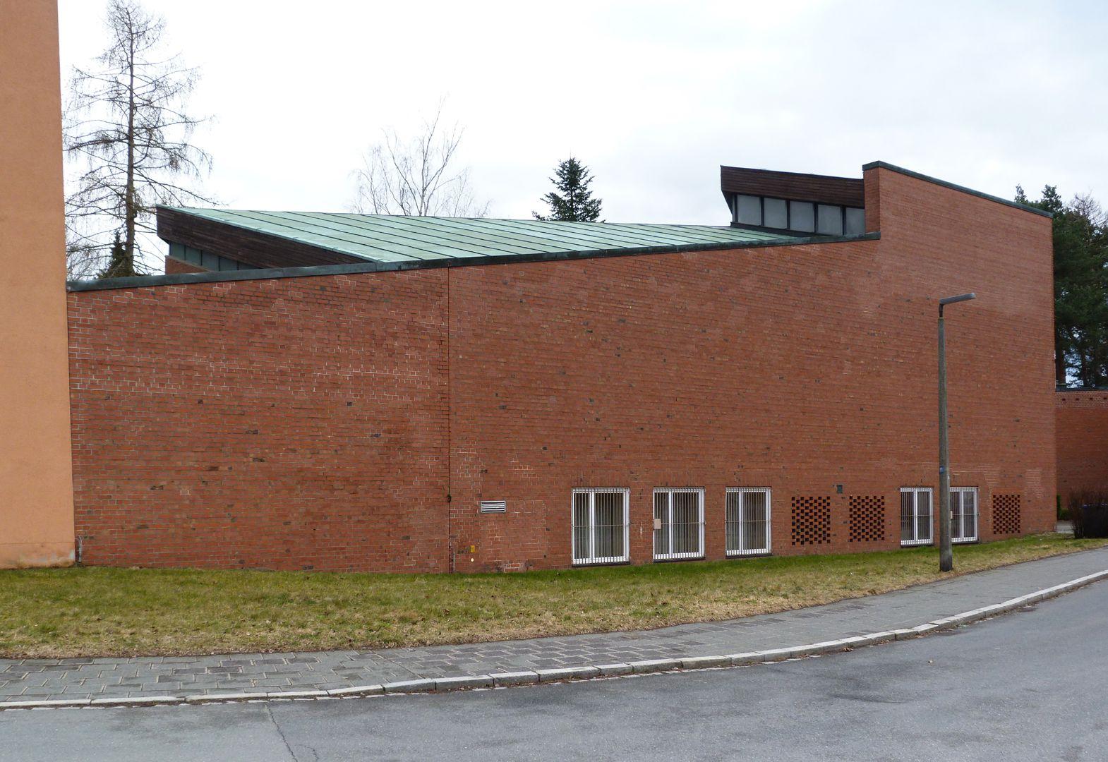 Himmelfahrtskirche Campanile, Hofmauer und westliche Mauer des Kirchenschiffs