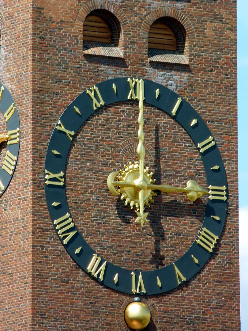 Gustav-Adolf-Gedächtniskirche große Turmuhr