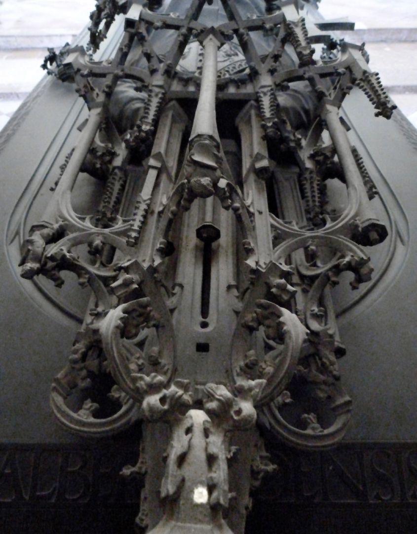 Tumba des Erzbischofs Ernst von Sachsen Baldachinspitze von Westen