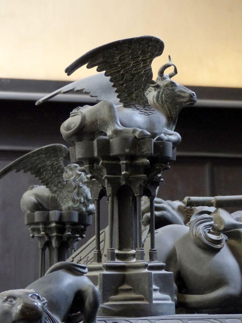 Tumba des Erzbischofs Ernst von Sachsen Figurine des Apostel Lukas (geflügelter Ochse)