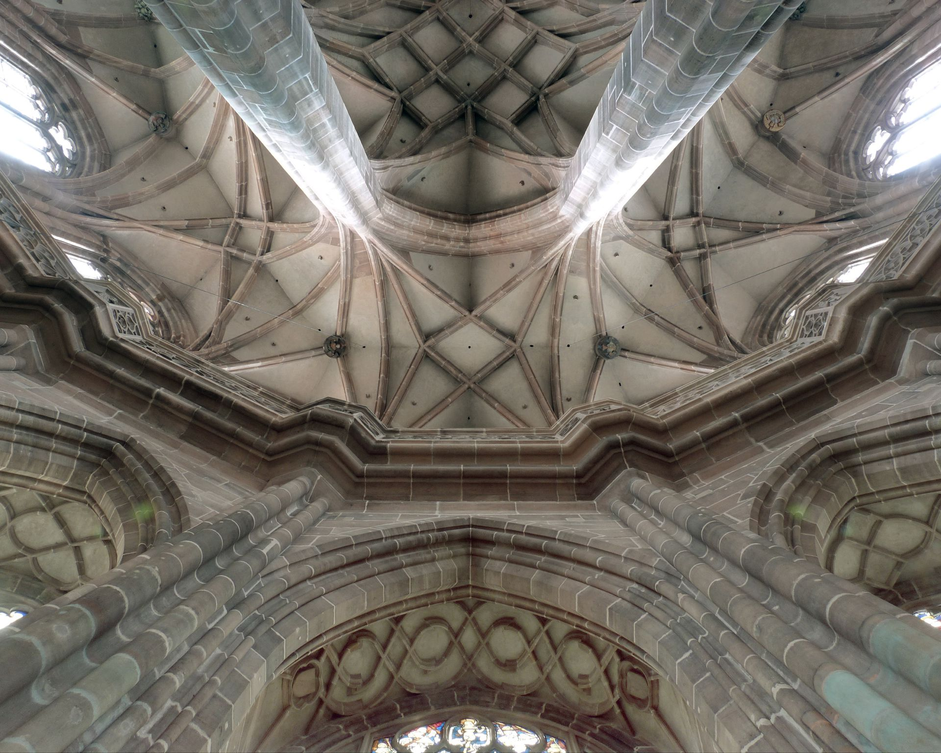 St. Lorenz, Chor Ansicht in der Chorachse mit Kapellenkranz, Laufgang und Umgang.