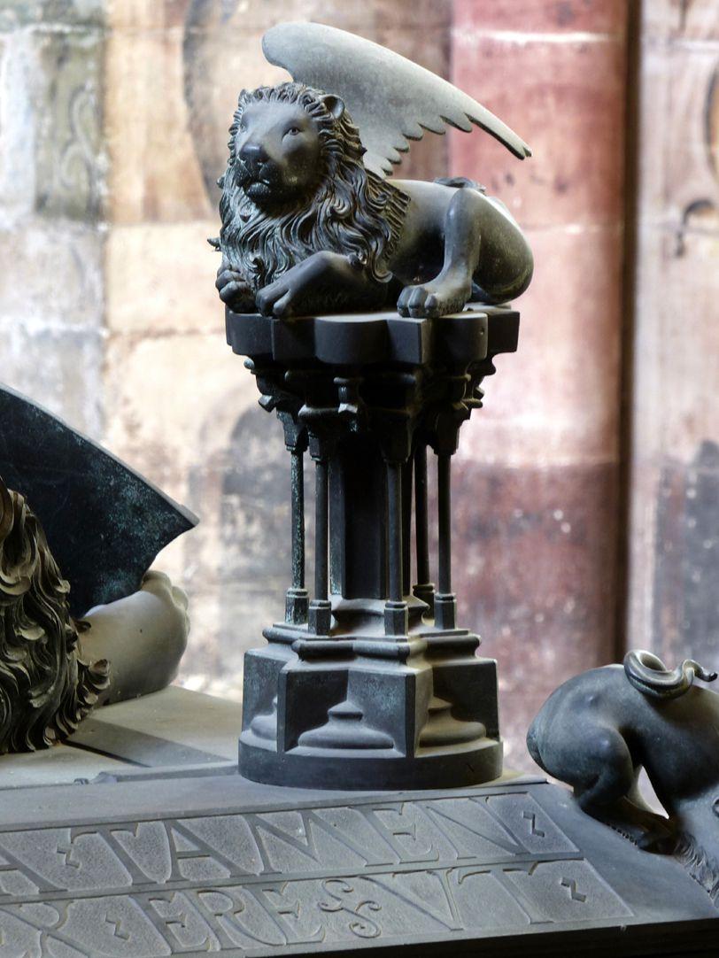 Tumba des Erzbischofs Ernst von Sachsen Figurine des Apostel Markus (geflügelter Löwe)
