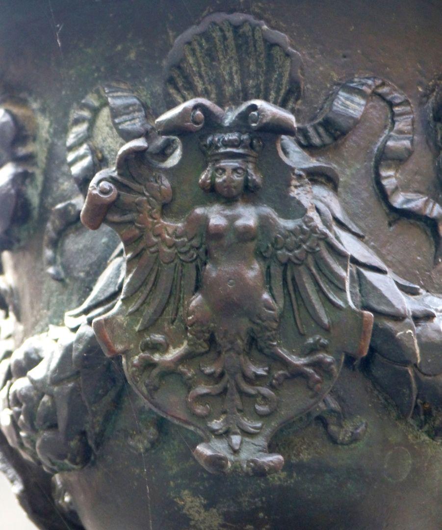 Athene-Brunnen Vasenkonsole mit Jungfrauenadler