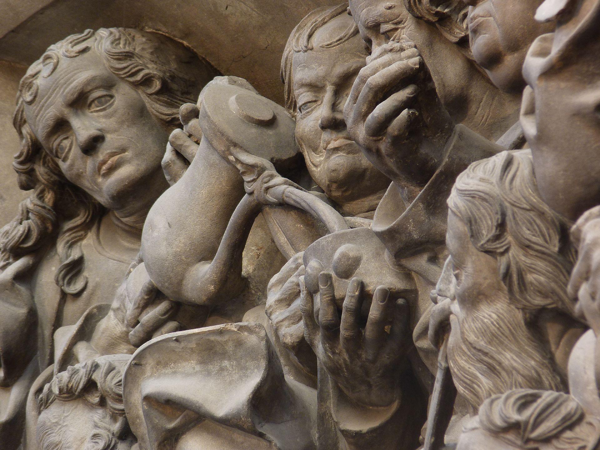 Volckamersche Gedächtsnisstiftung, Reliefplatten Letztes Abendmahl, Detail: Apostelgruppe mit Weinausschank
