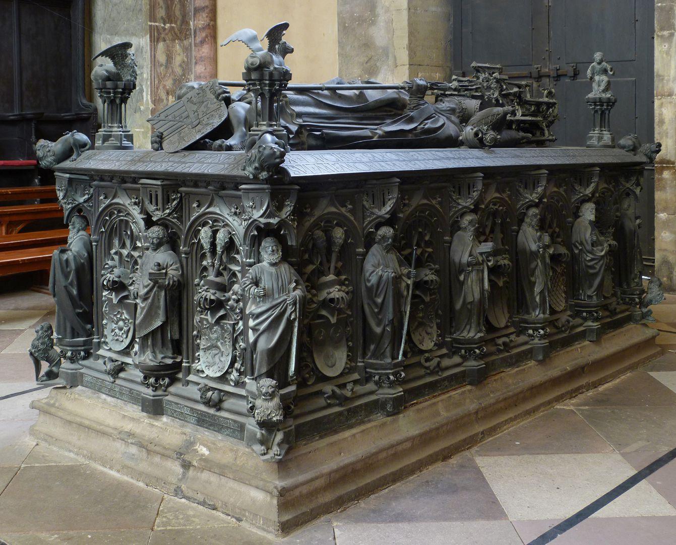 Tumba des Erzbischofs Ernst von Sachsen Ansicht von Südost