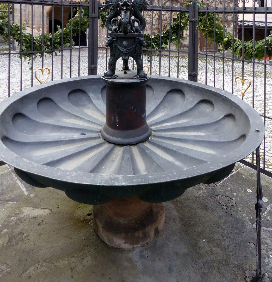 Athene-Brunnen Brunnenschale