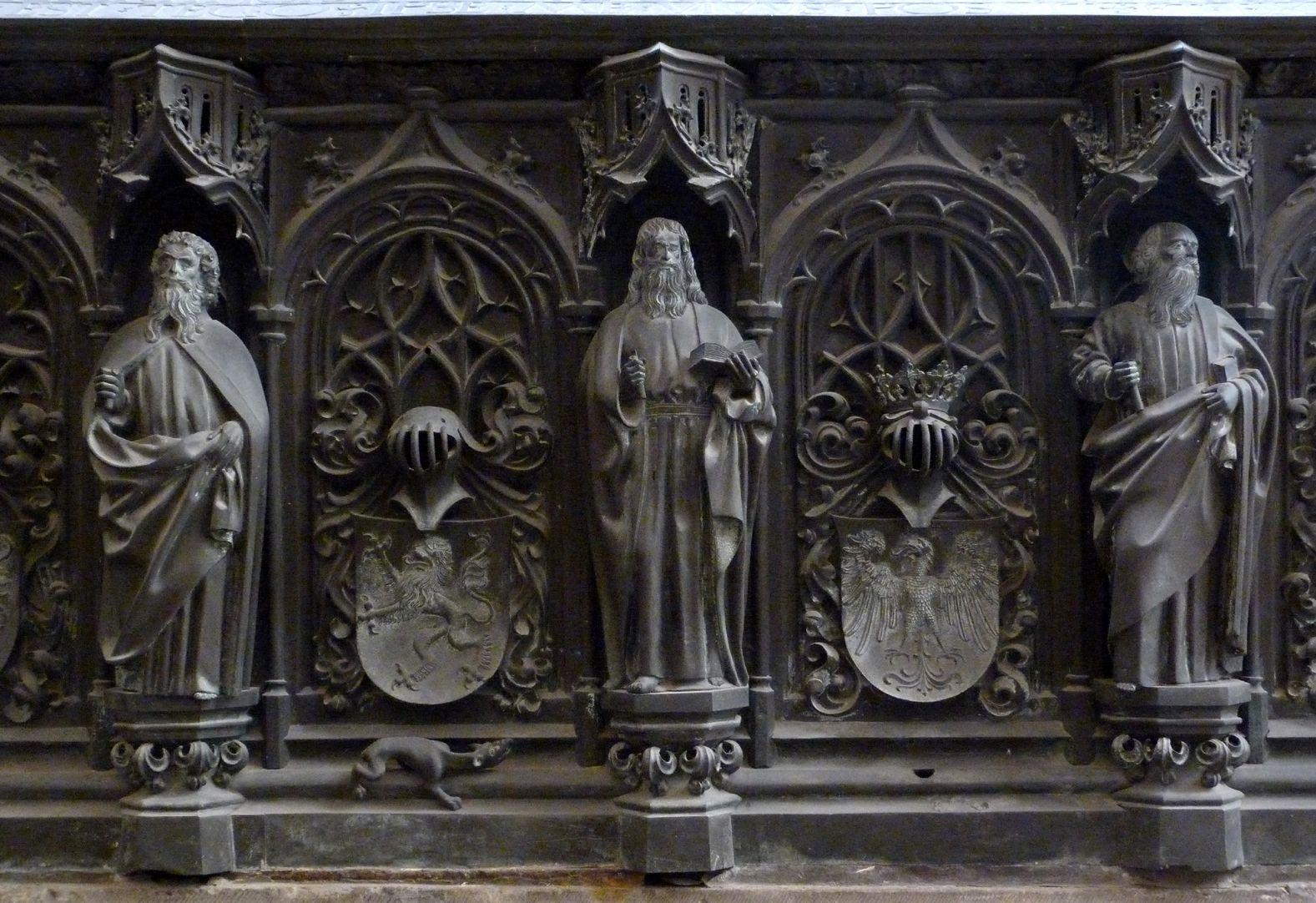 Tumba des Erzbischofs Ernst von Sachsen Detail dreier Apostel der Südseite