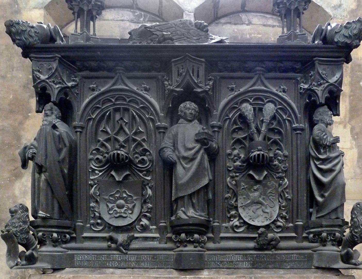 Tumba des Erzbischofs Ernst von Sachsen Tumba, Ostfront, in der Mitte Stephanus