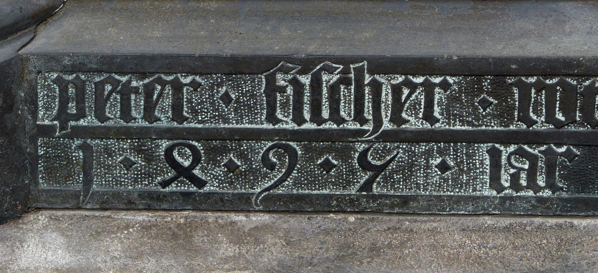 Tumba des Erzbischofs Ernst von Sachsen Unterschrift Peter Fischer und Jahreszahl 1495