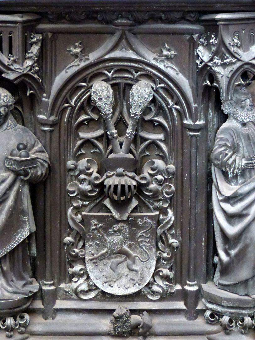 Tumba des Erzbischofs Ernst von Sachsen Tumba, Ostfront, Wappen