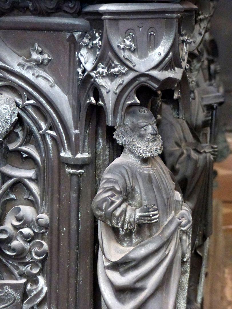 Tumba des Erzbischofs Ernst von Sachsen Apostel der Nordostecke
