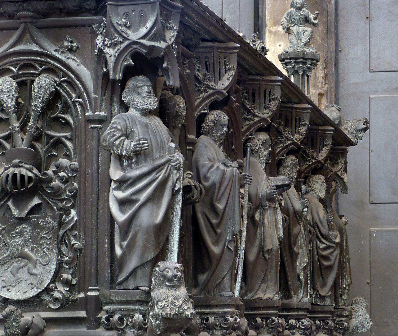 Tumba des Erzbischofs Ernst von Sachsen Apostelreihe der Nordseite