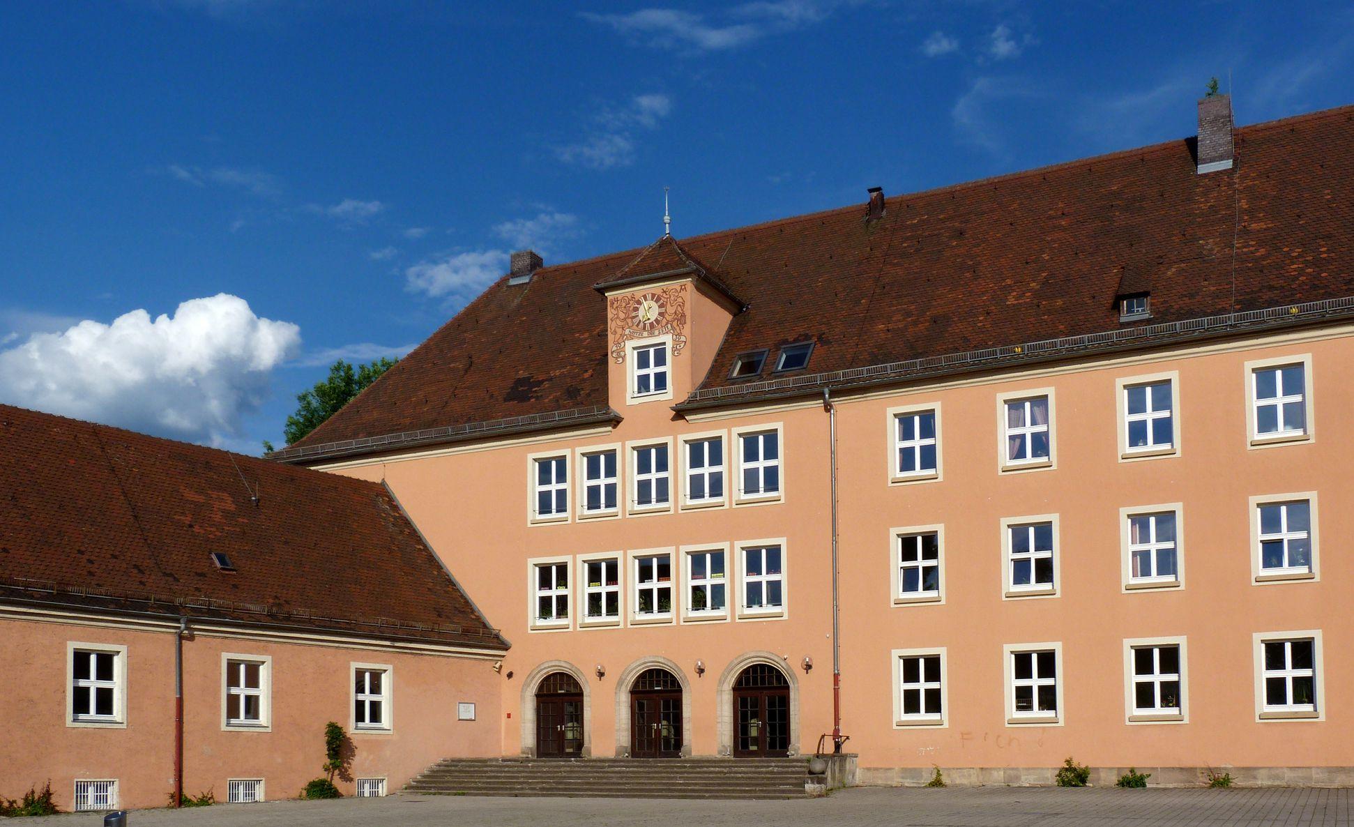 Konrad-Groß-Schule Hofseite mit Eingang