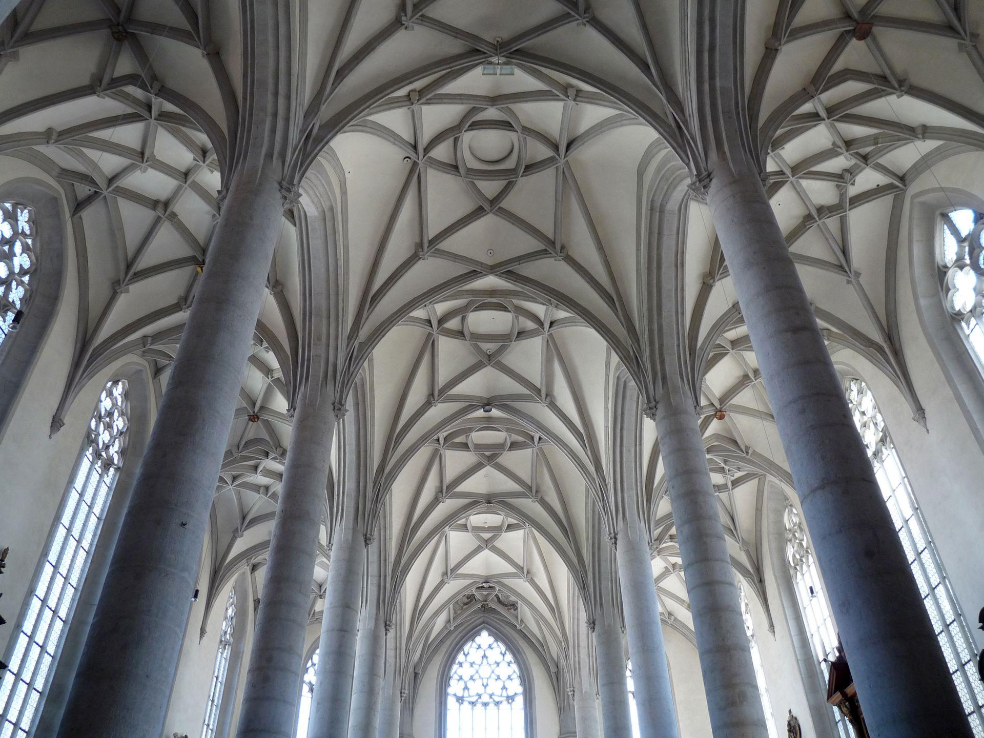 Nördlingen, St. Georg, Ostchor Innenansicht nach O / Chorpfeiler 1492 errichtet, Einwölbung erst 1505 fertiggestellt
