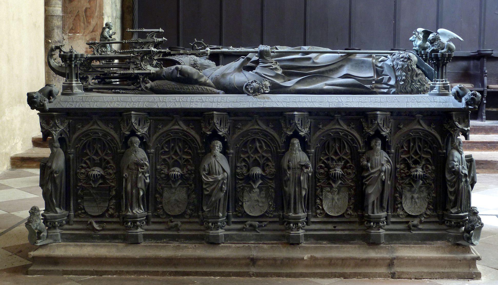 Tumba des Erzbischofs Ernst von Sachsen Ansicht von Nord