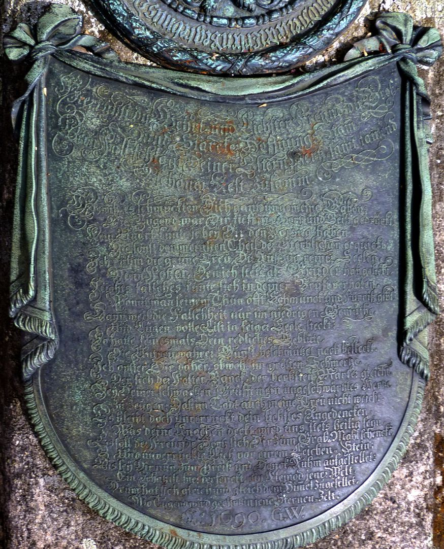 "Johannisfriedhof, Grab 318/19 ""Trauertuch"""