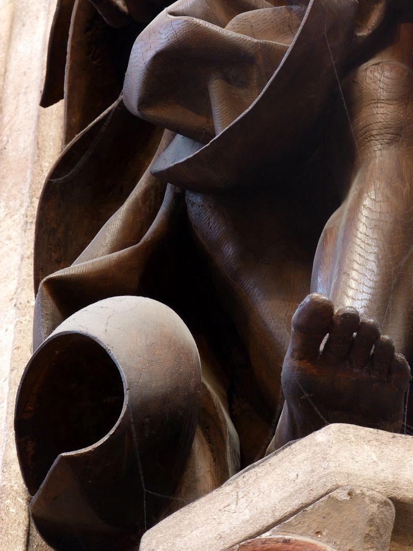 Volckamersche Gedächtnisstiftung, Schmerzensmann Schmerzensmann, Detail, Gewandwirbel mit Fuß