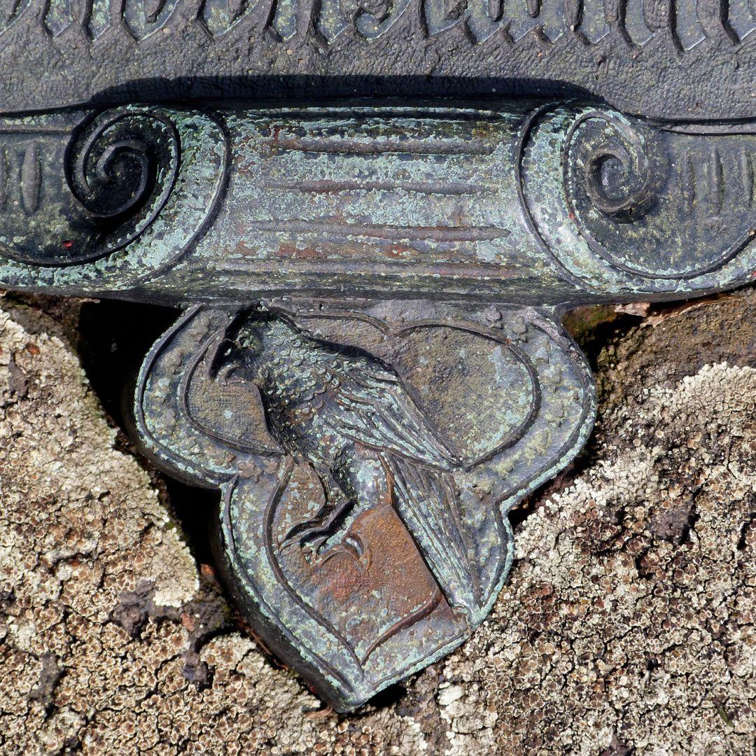 Epitaph des Eucharius Voytt Wappen mit Papageienvogel