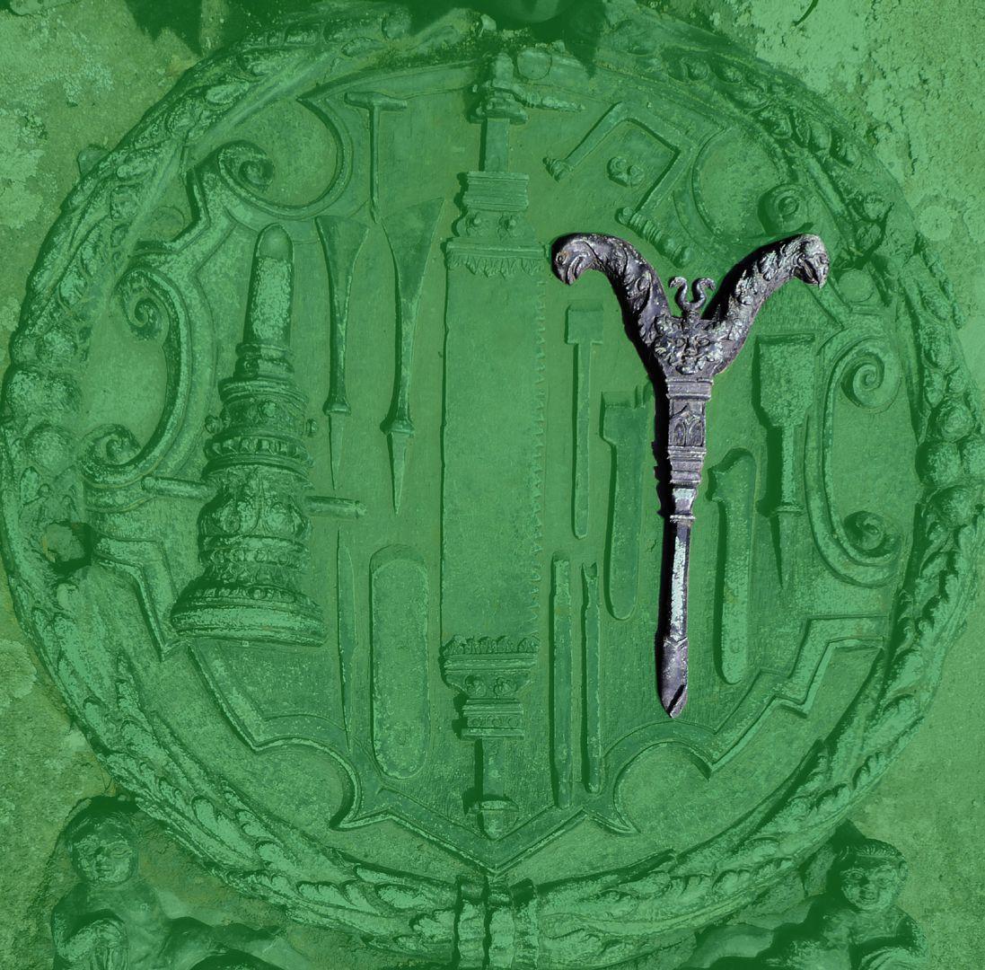 Epitaph des Eucharius Voytt Nagelbohrer für Zimmerleute zum Bohren der Löcher für Holzzapfen, z.B. beim Fachwerk; in der Griffmitte eine kleine Flügelschraube, zum Festziehen des auswechselbaren Bohrers