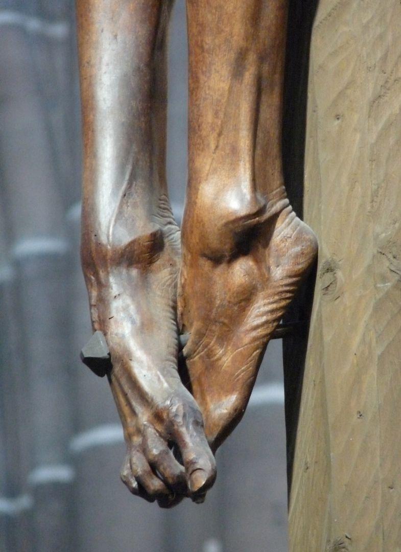 Kruzifixus Füße
