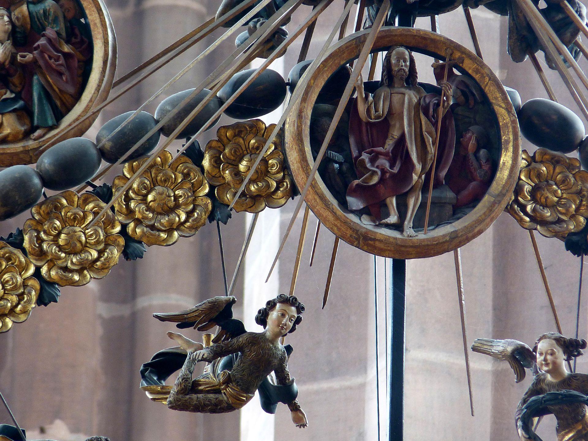 Englischer Gruß Medaillon des Rosenkranzes (Der Auferstandene) sowie schwebende Engel
