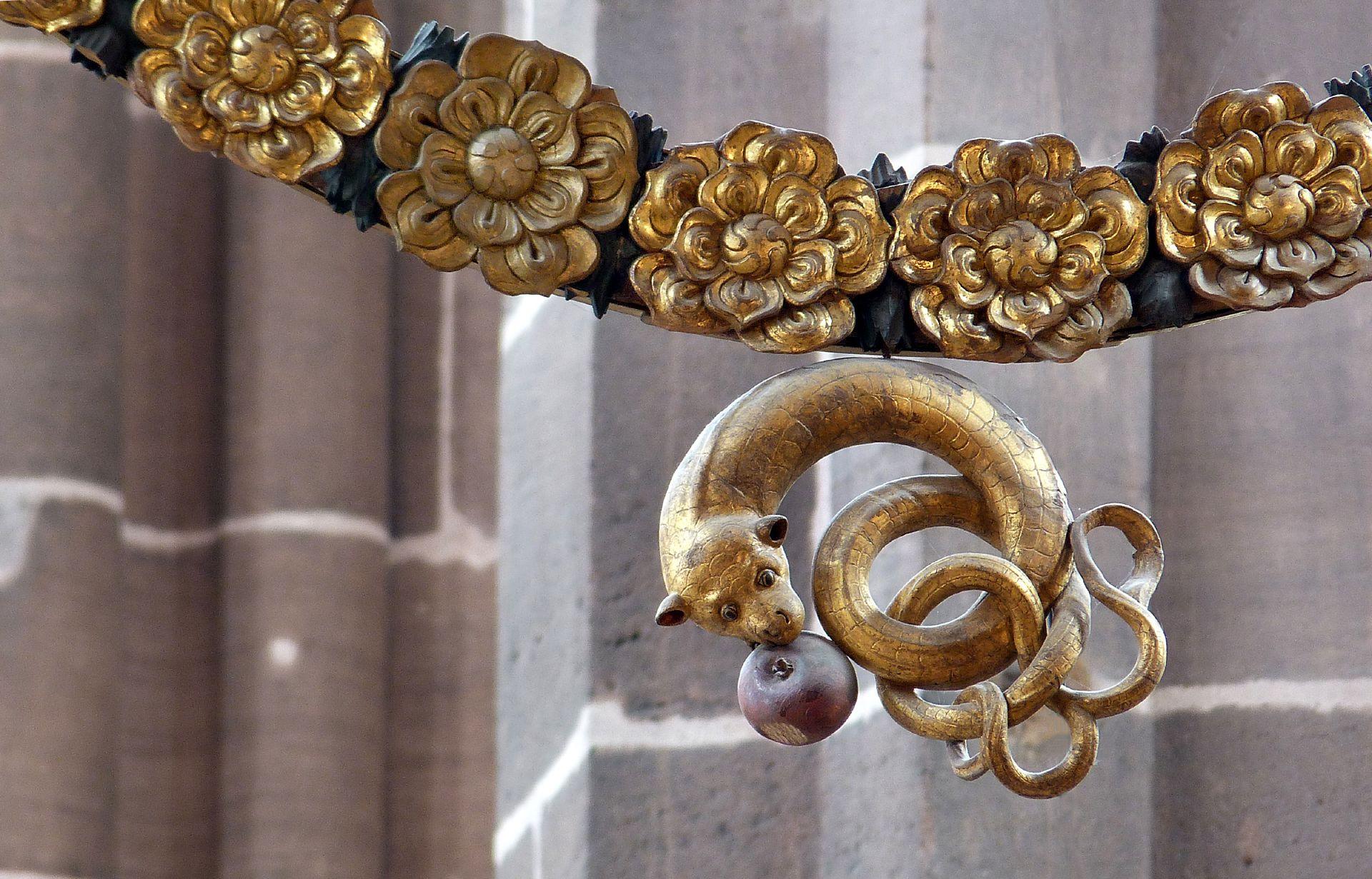 Englischer Gruß unterer Rosenkranzabschluss mit Teufelsschlange und Evas Apfel