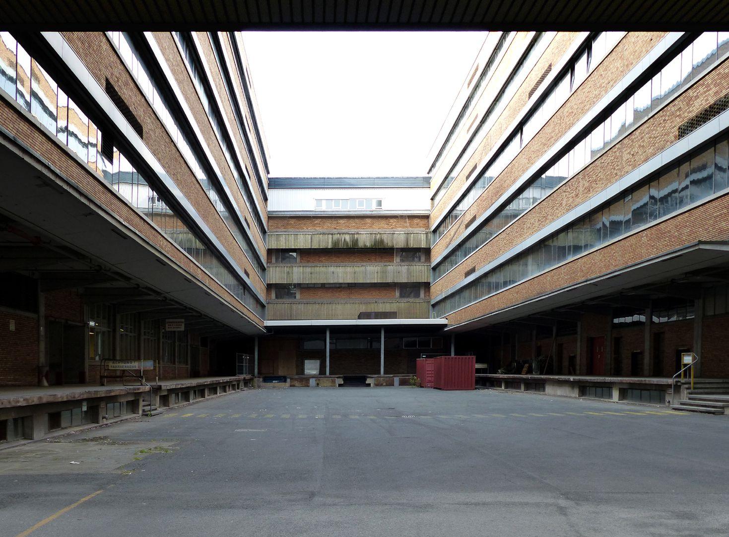 Quelle Versandhaus Innenhof
