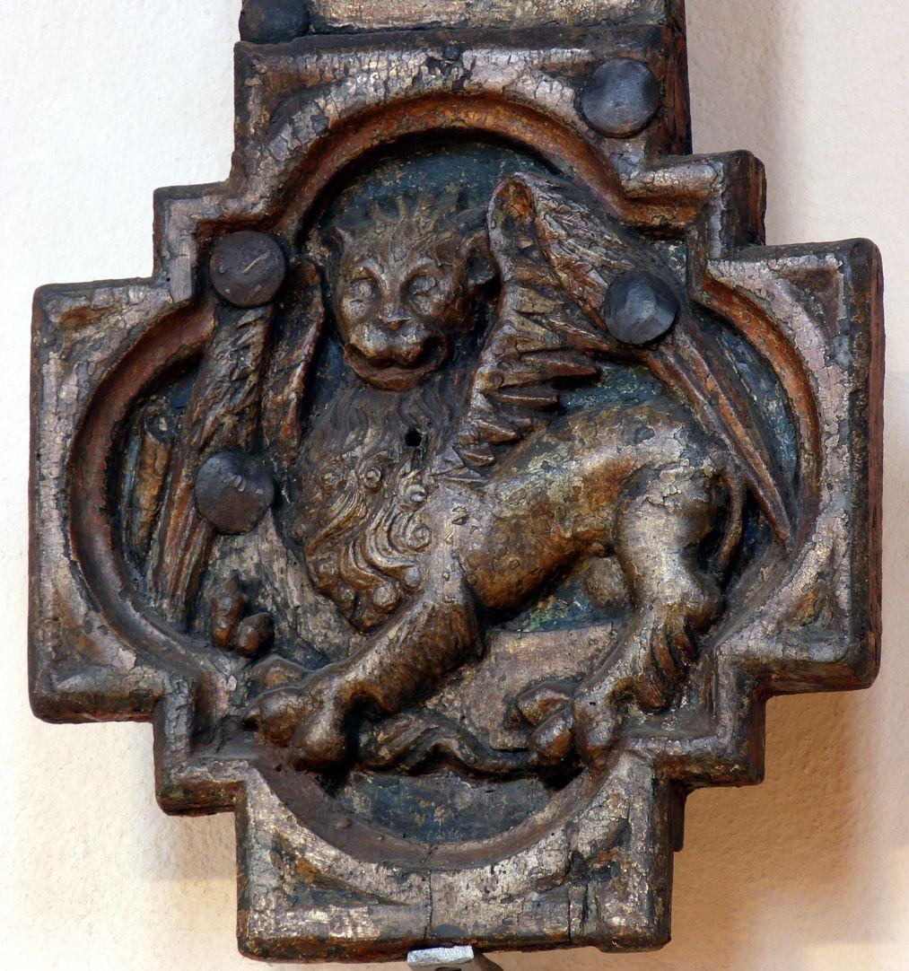 Kruzifix Kreuzbalkenfuß mit Markuslöwen
