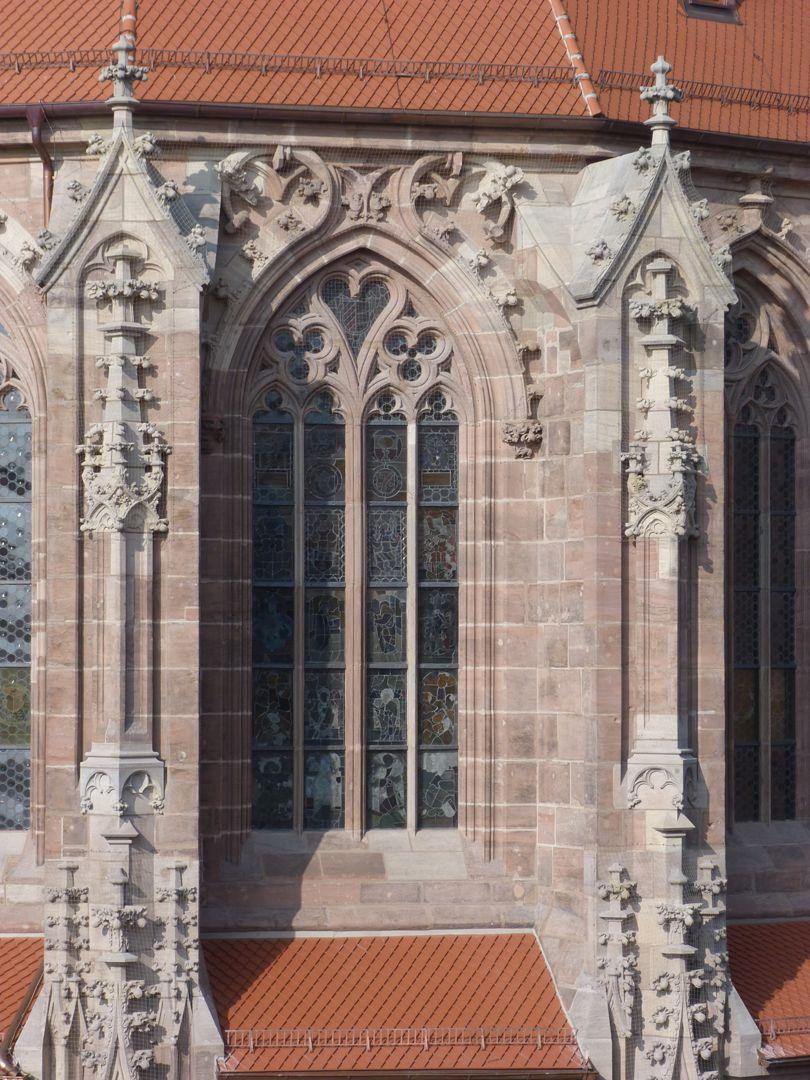 St. Lorenz, Chor Obergaden-Mittelfenster mit herzförmigem Maßwerk