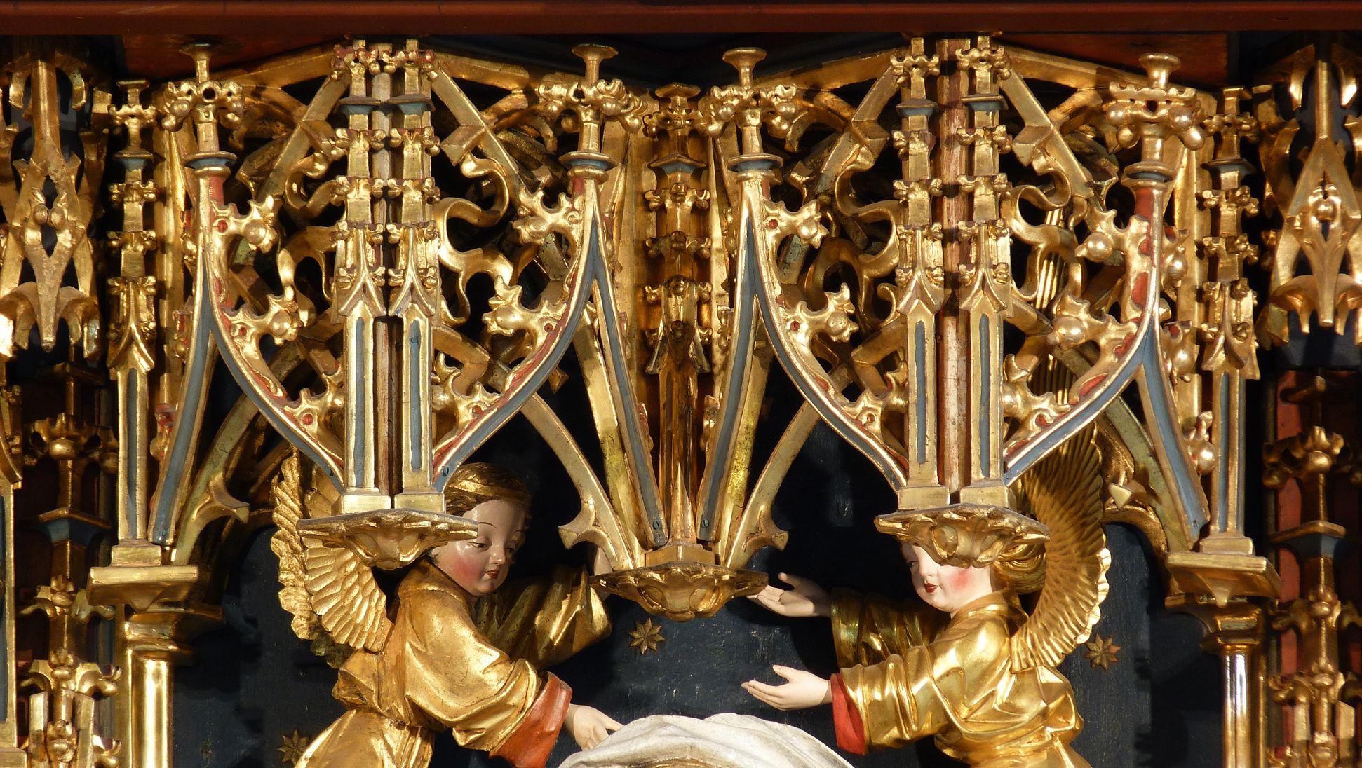 Zwickauer Hochaltarretabel Schrein, Baldachine über der Maria