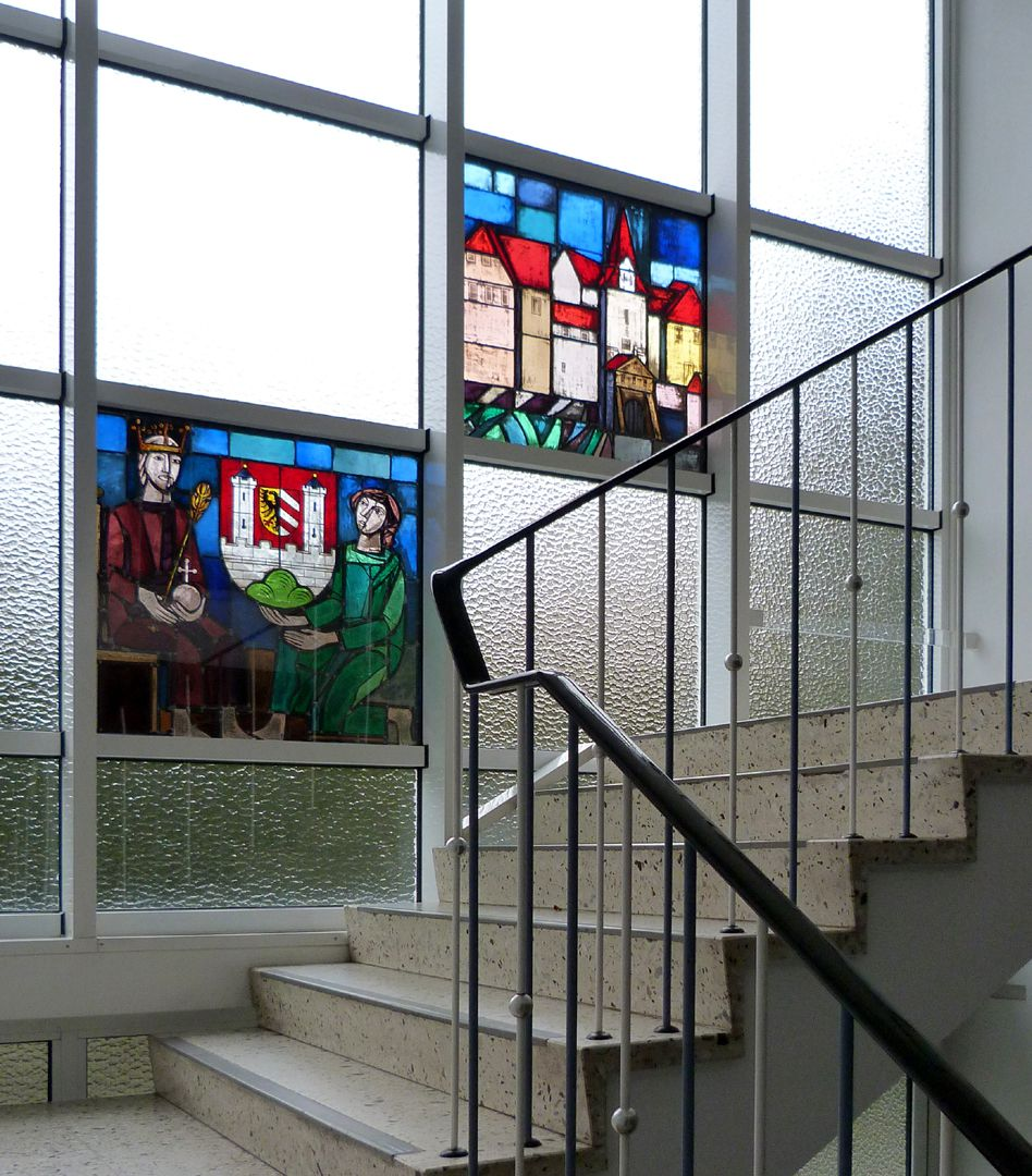 Glasfenster zur Stadtgeschichte Treppenaufgang zum ersten Stock