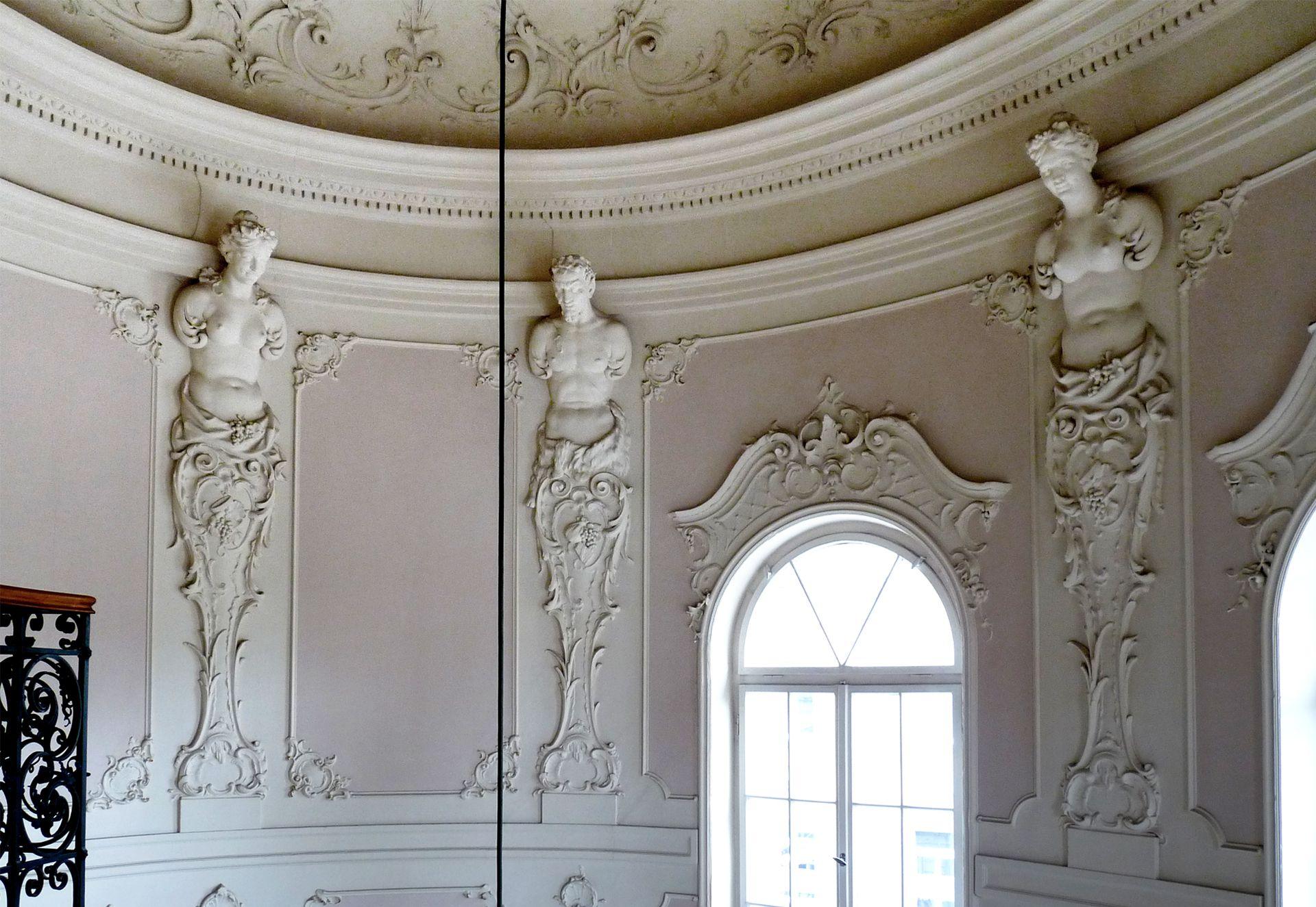 "Campestraße 10, ehem. ""Villa Kohn"" Treppenhaus, letzte Etage, Wand mit karyatiden"