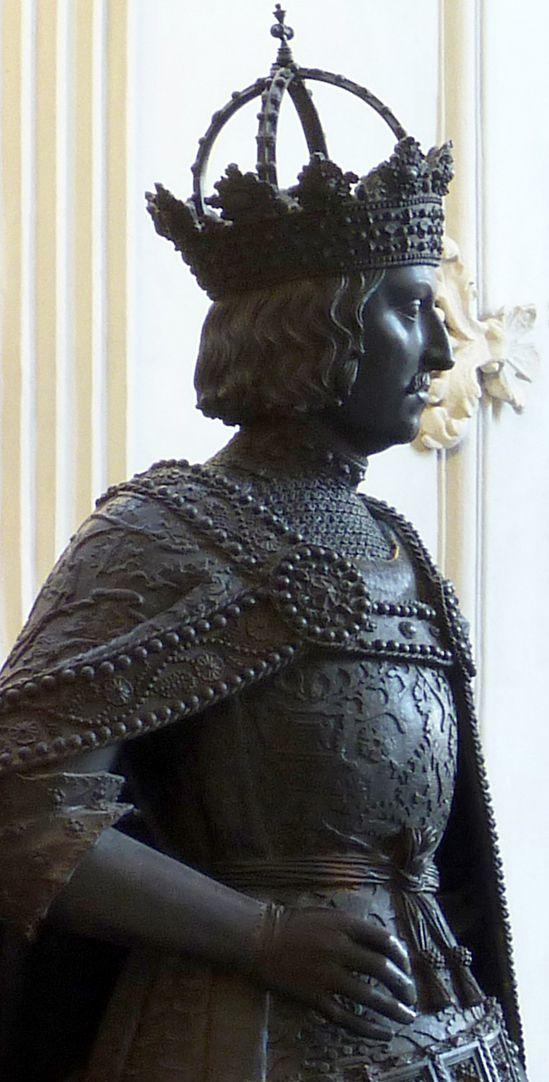 Albrecht II. (Innsbruck) Schrägansicht, Oberkörper und Kopf mit der kaiserlichen Bügelkrone