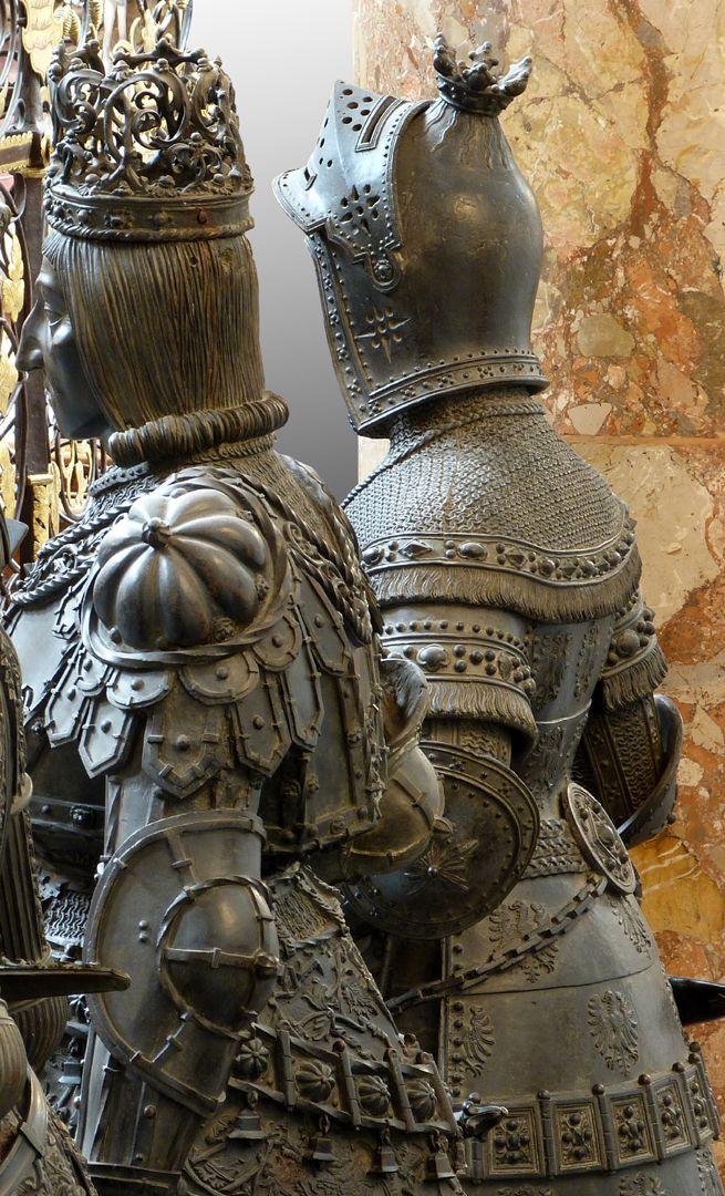 Albrecht II. der Weise (Innsbruck) Detail neben Rudolf von Habsburg