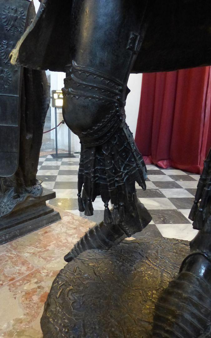 Albrecht von Habsburg (Innsbruck) rechtes Bein