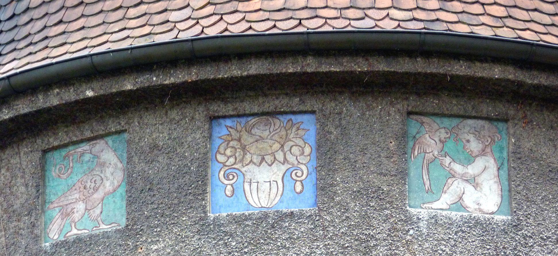 Georg-Paul-Amberger-Schule Mittelpavillon, Detail mit Schmuckplatten
