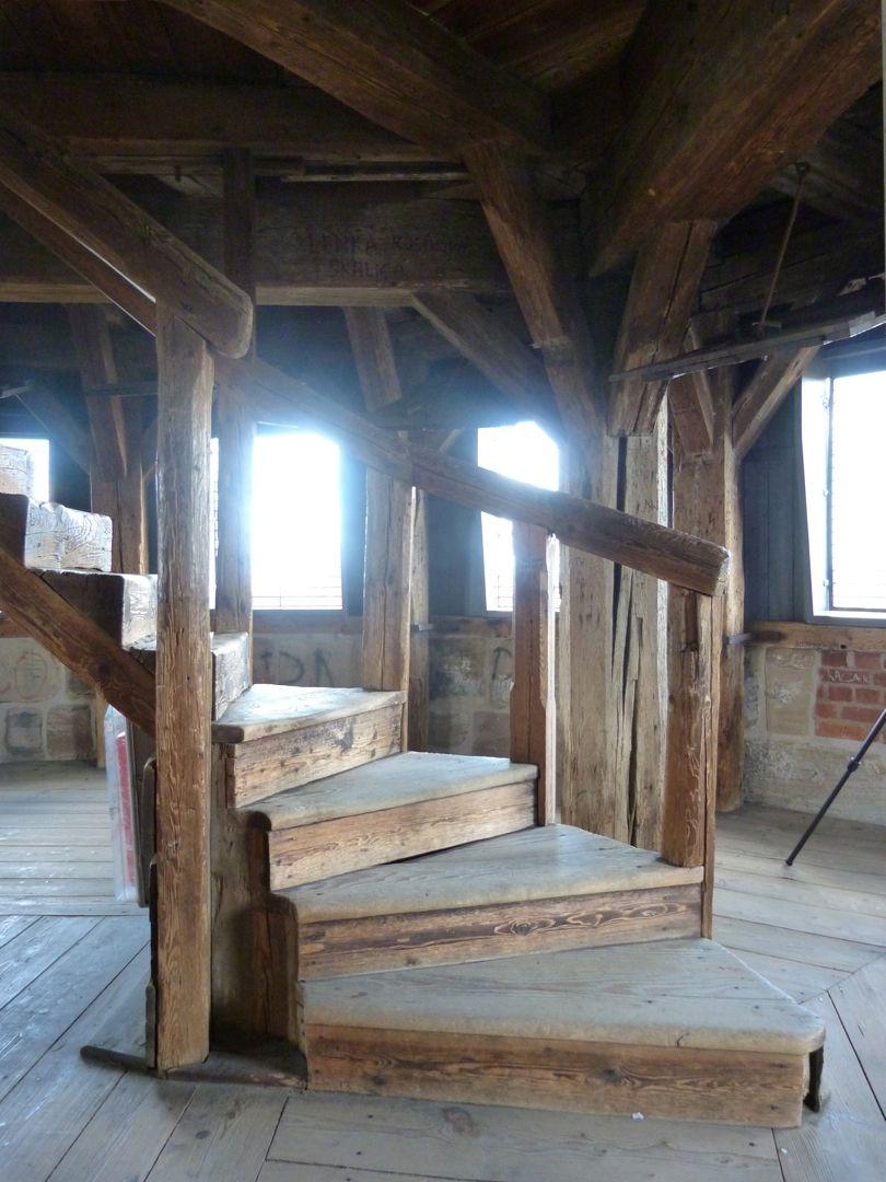 Treppen<p>Gotische Treppe (hier wohl zweitverwendet) im Turmoberteil der Renaissance</p><p><br></p><p>Turm ab 1560 von Zeugmeister Hans Löhner erhöht</p>