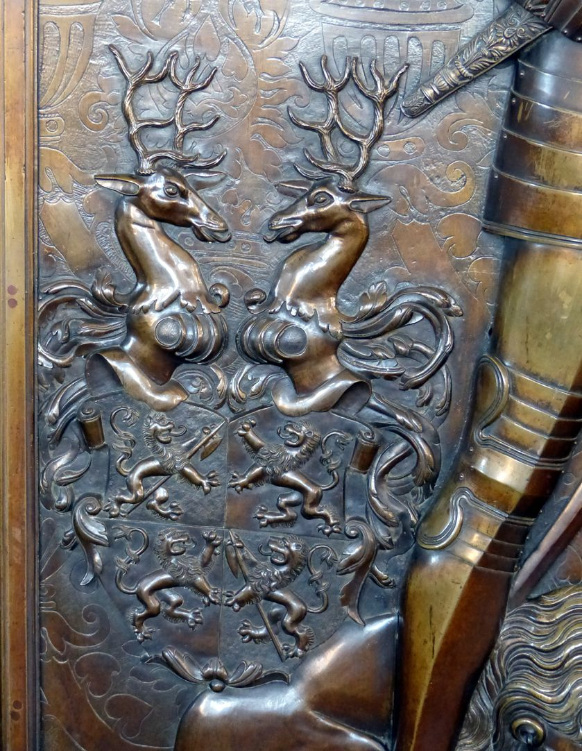 Epitaph des Gottfried Werner Graf von Zimmern (Meßkirch, Baden-Württemberg) Wappen Zimmern mit Helmzier