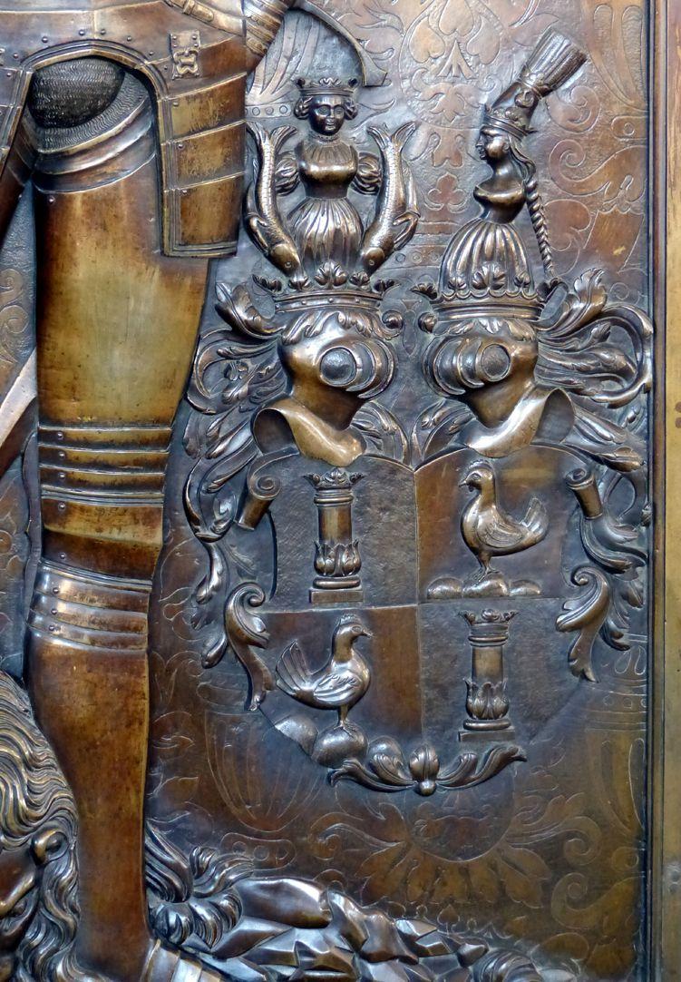 Epitaph des Gottfried Werner Graf von Zimmern (Meßkirch, Baden-Württemberg) Wappen Henneberg mit Helmzier