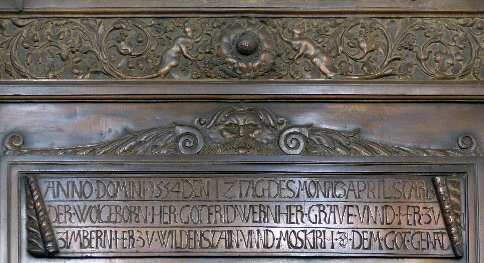 Epitaph des Gottfried Werner Graf von Zimmern (Meßkirch, Baden-Württemberg) oberer Rand der Platte und Inschrifttafel