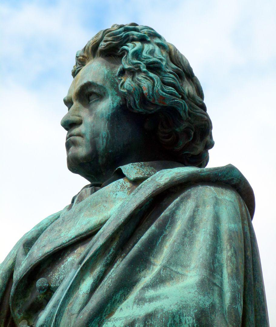 Beethoven-Denkmal (Bonn) Büste im Halbprofil