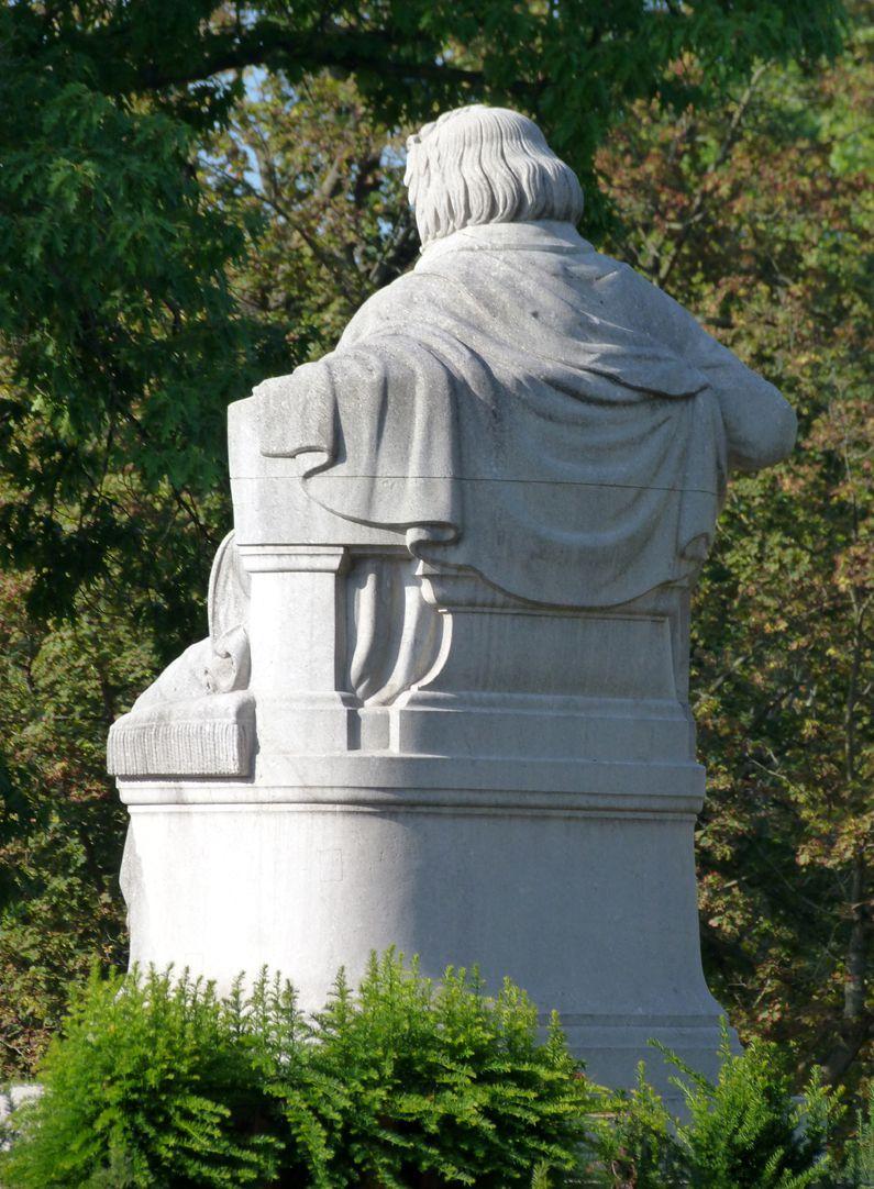 Beethovendenkmal Schrägansicht von Nordost