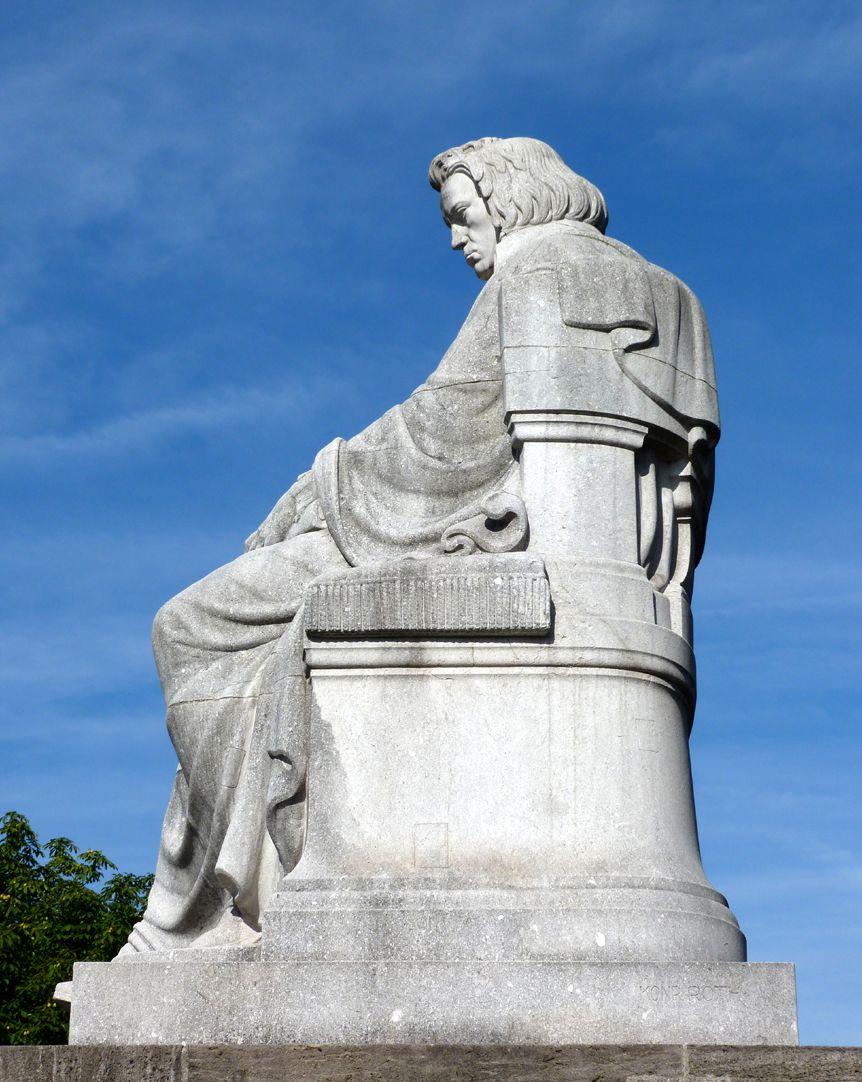 Beethovendenkmal Sitzfigur von Osten, Bodensicht