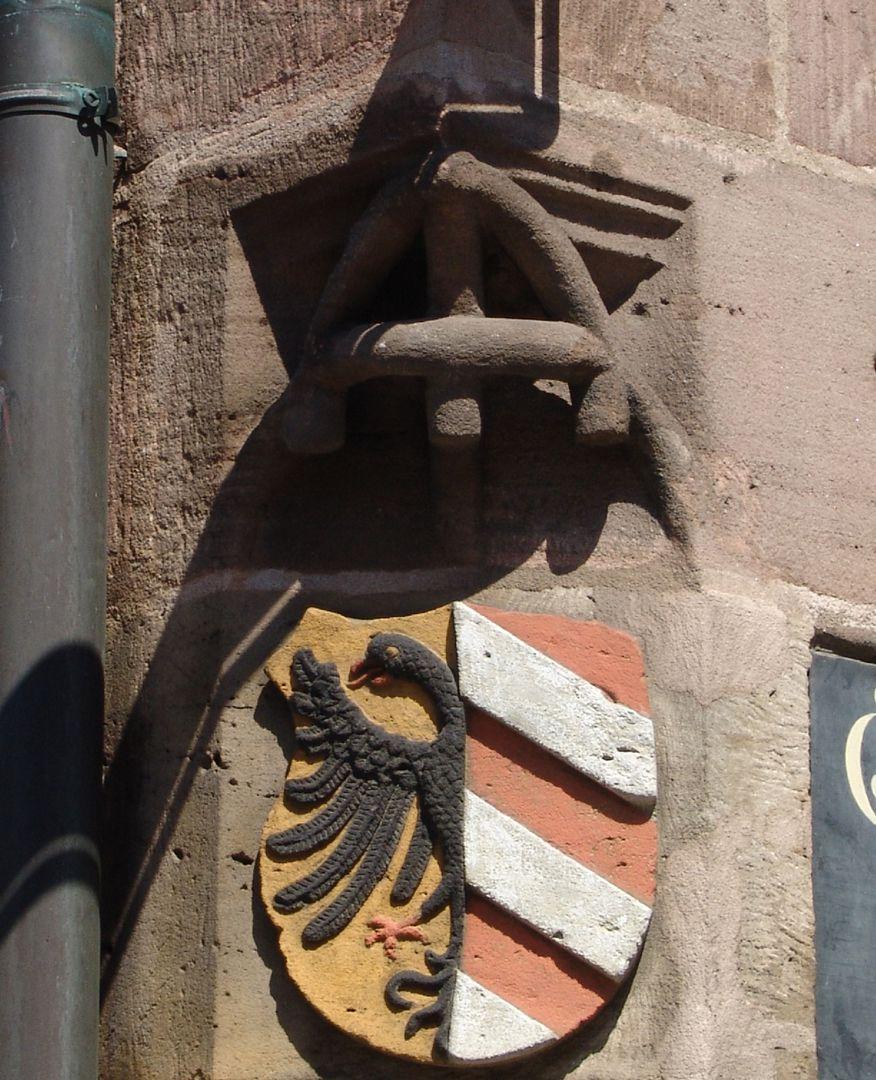 """Unschlitthaus Ecklösung mit """"Astwerk"""" und Nürnberger Wappen"""