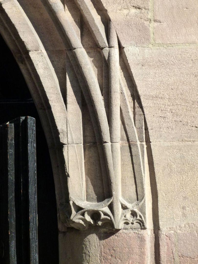 Kaiserstallung Hauptportal, Detail der Überstabung bzw. des Bogenanfangs