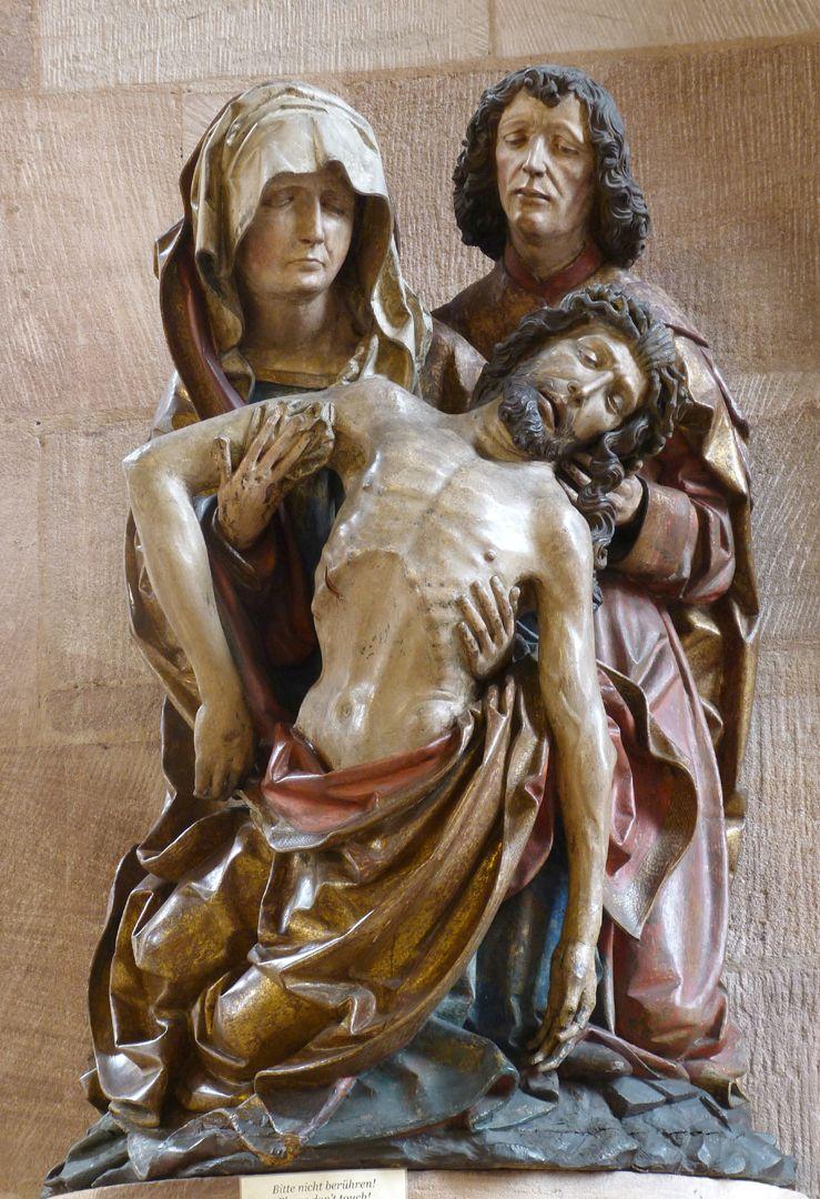 Große Pietà Frontalansicht
