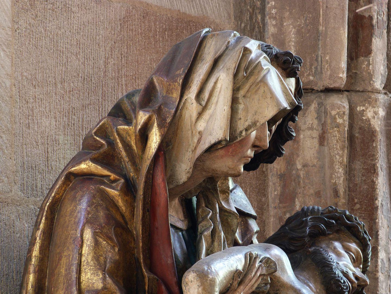 Große Pietà Oberkörper der Maria, seitliche Ansicht von links