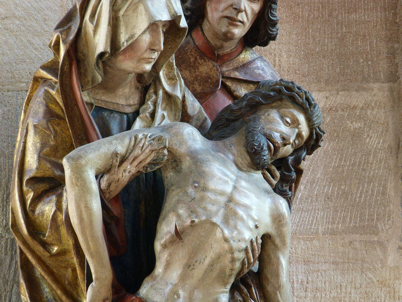 Große Pietà Maria hält den zusammengesunkenen Körper Jesu