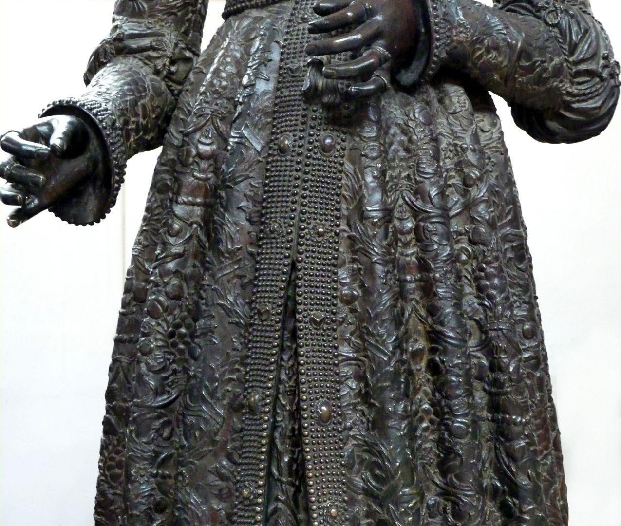 Kaiserin Bianca Maria Sforza (Innsbruck) Gewand, Detail, Vorderansicht
